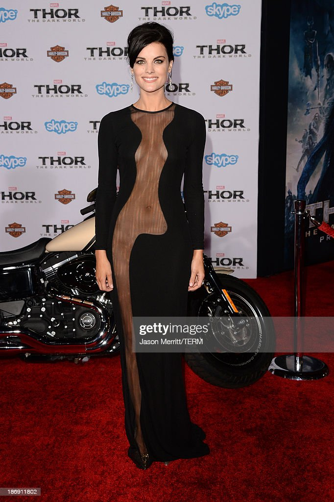 Actress <a gi-track='captionPersonalityLinkClicked' href=/galleries/search?phrase=Jaimie+Alexander&family=editorial&specificpeople=544496 ng-click='$event.stopPropagation()'>Jaimie Alexander</a> arrives at the premiere of Marvel's 'Thor: The Dark World' at the El Capitan Theatre on November 4, 2013 in Hollywood, California.