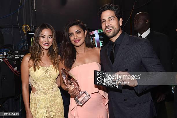 Actress Jamie Chung actress Priyanka Chopra winner of the Favorite Dramatic TV Actress award and actor Adam Rodriguez pose backstage at the People's...