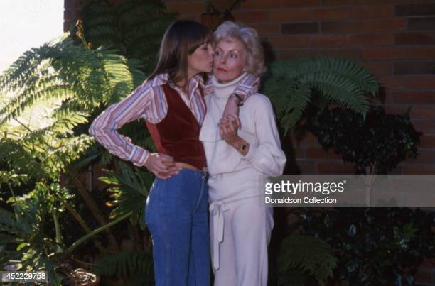 Actress Jamie Lee Curtis and her mother actress Janet Leigh pose for a portrait session in 1979 in Los Angeles California