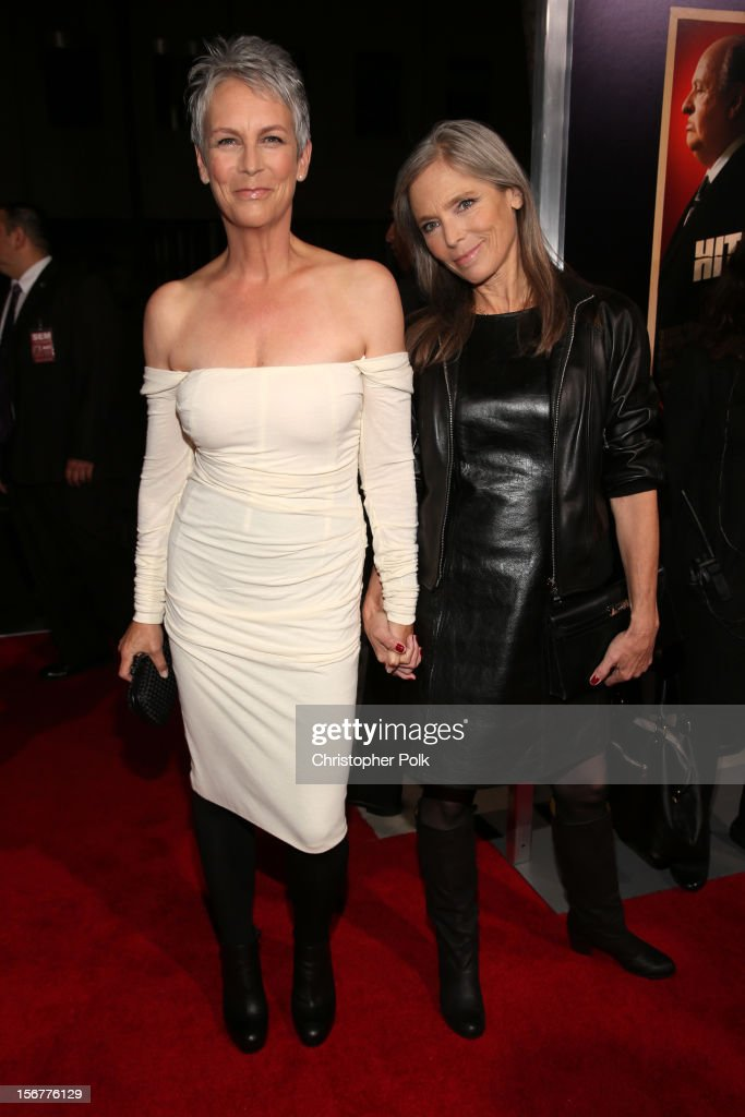 Actress <a gi-track='captionPersonalityLinkClicked' href=/galleries/search?phrase=Jamie+Lee+Curtis&family=editorial&specificpeople=202231 ng-click='$event.stopPropagation()'>Jamie Lee Curtis</a> (L) and sister Kelly Lee Curtis arrive at the premiere of Fox Searchlight Pictures' 'Hitchcock' at the Academy of Motion Picture Arts and Sciences Samuel Goldwyn Theater on November 20, 2012 in Beverly Hills, California.