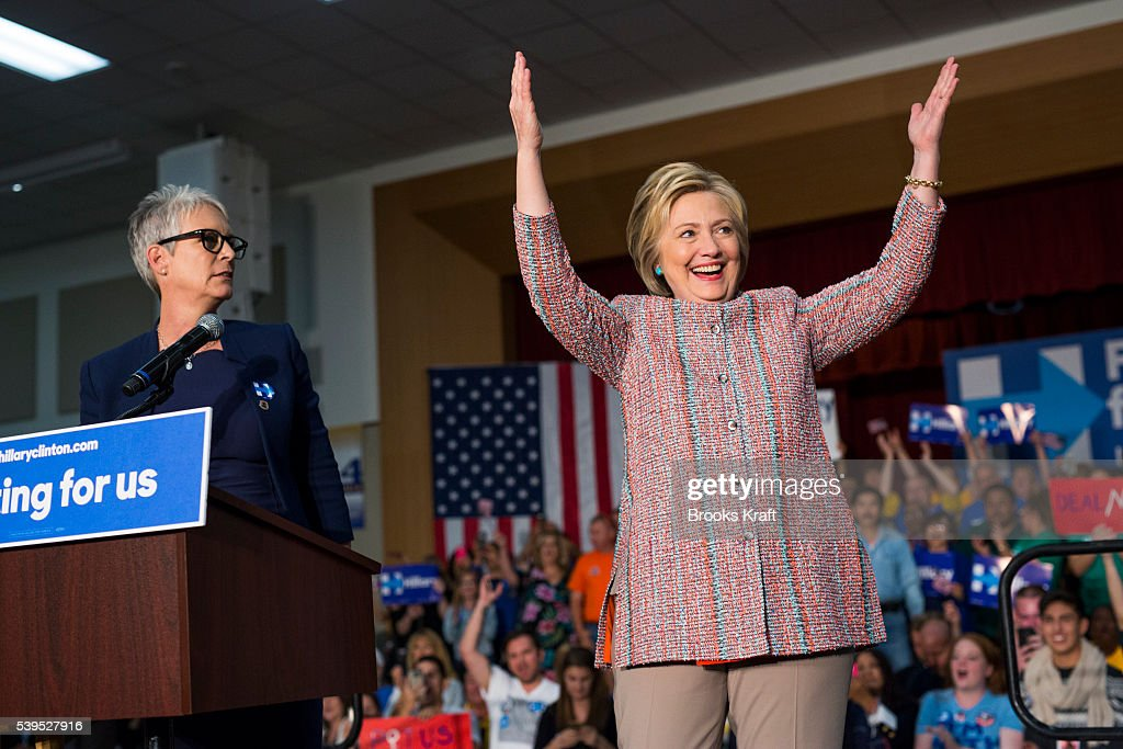 Actress Jamie Lee Curtis introduces Democratic presidential candidate Hillary Clinton at a campaign event on May 25 2016 in Buena Vista California