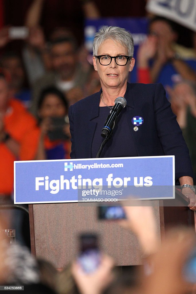 Actress Jamie Lee Curtis speaks at an event for Democratic presidential candidate Hillary Clinton at the UFCW Union Local 324 on May 25, 2016 in Buena Park, California. / AFP / Tommaso Boddi