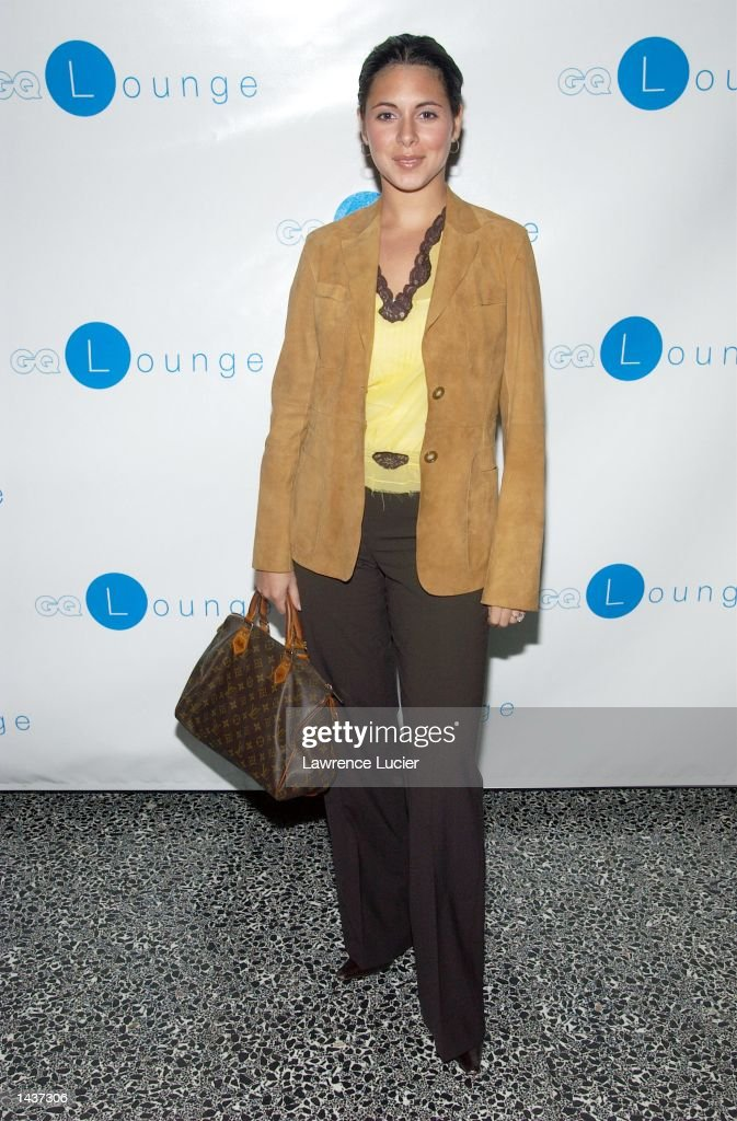 Actress Jamie Lynn Sigler arrives at the launch of the book 'Who's Sorry Now' by Joe Pantoliano at the GQ Lounge September 28, 2002 in New York City.