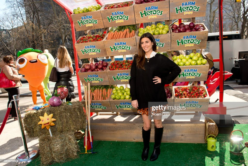 Actress Jamie Lynn Sigler attends 'Be A Farm Hero' at the Flatiron Pedestrian Plaza on April 9, 2014 in New York City.