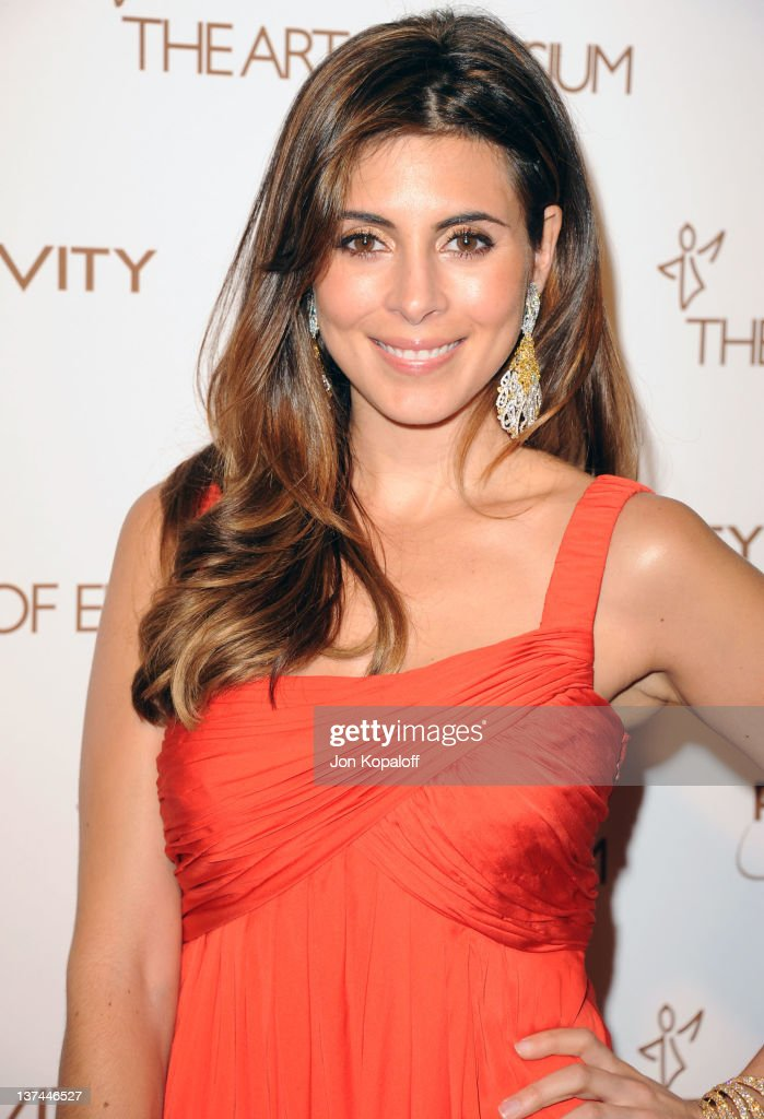 Actress <a gi-track='captionPersonalityLinkClicked' href=/galleries/search?phrase=Jamie-Lynn+Sigler&family=editorial&specificpeople=204494 ng-click='$event.stopPropagation()'>Jamie-Lynn Sigler</a> arrives at the Art of Elysium's 5th Annual Heaven Gala held at Union Station on January 14, 2012 in Los Angeles, California.