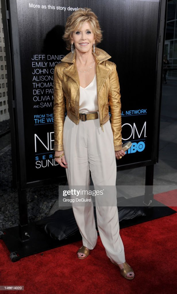 Actress <a gi-track='captionPersonalityLinkClicked' href=/galleries/search?phrase=Jane+Fonda&family=editorial&specificpeople=202174 ng-click='$event.stopPropagation()'>Jane Fonda</a> arrives at the Los Angeles premiere of HBO's 'The Newsroom' at ArcLight Cinemas Cinerama Dome on June 20, 2012 in Hollywood, California.