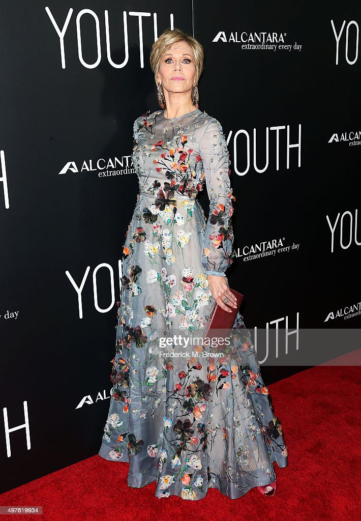 Actress <a gi-track='captionPersonalityLinkClicked' href=/galleries/search?phrase=Jane+Fonda&family=editorial&specificpeople=202174 ng-click='$event.stopPropagation()'>Jane Fonda</a> attends the premiere of Fox Searchlight Pictures' 'Youth' at the DGA Theater on November 17, 2015 in Los Angeles, California.