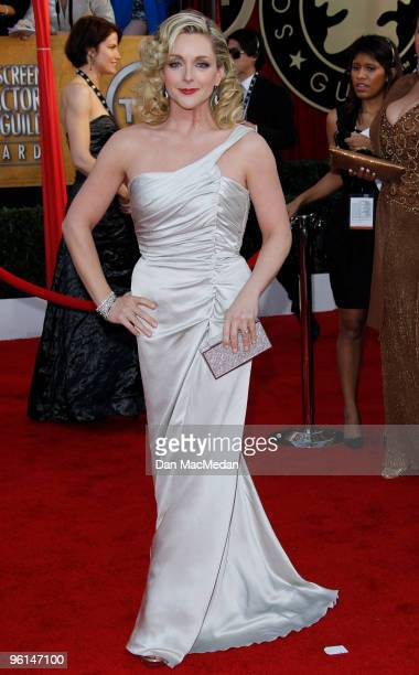 Actress Jane Krakowski arrives at the 16th Annual Screen Actors Guild Awards held at the Shrine Auditorium on January 23 2010 in Los Angeles...