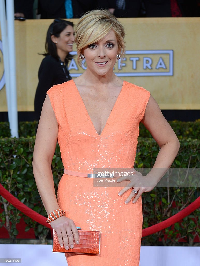 Actress Jane Krakowski arrives at the 19th Annual Screen Actors Guild Awards held at The Shrine Auditorium on January 27, 2013 in Los Angeles, California.