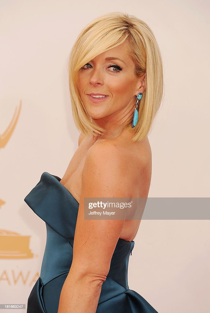 Actress Jane Krakowski arrives at the 65th Annual Primetime Emmy Awards at Nokia Theatre L.A. Live on September 22, 2013 in Los Angeles, California.