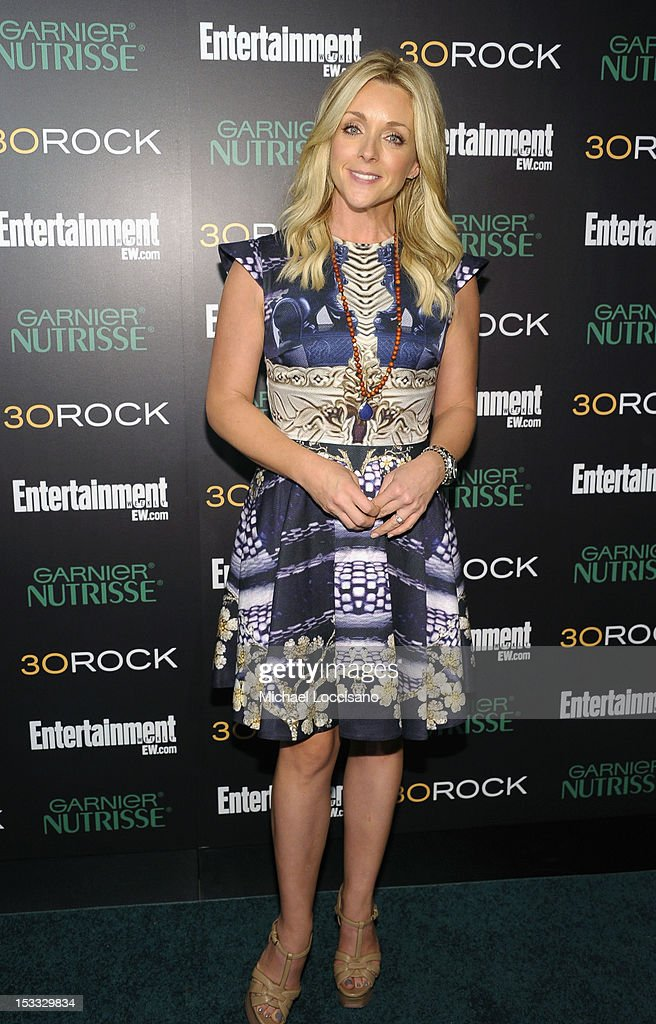 Actress <a gi-track='captionPersonalityLinkClicked' href=/galleries/search?phrase=Jane+Krakowski&family=editorial&specificpeople=203166 ng-click='$event.stopPropagation()'>Jane Krakowski</a> attends Entertainment Weekly and NBC's celebration of the final season of 30 Rock sponsored by Garnier Nutrisse on October 3, 2012 in New York City.