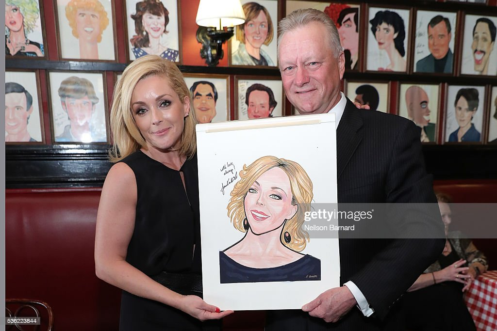 Actress <a gi-track='captionPersonalityLinkClicked' href=/galleries/search?phrase=Jane+Krakowski&family=editorial&specificpeople=203166 ng-click='$event.stopPropagation()'>Jane Krakowski</a> attends her Sardi's caricature unveiling at Sardi's on May 31, 2016 in New York City.