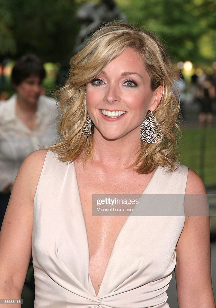 Actress Jane Krakowski attends the 2009 Shakespeare in the Park opening night gala performance of 'Twelfth Night' at the Delacorte Theater on June 25, 2009 in New York City.