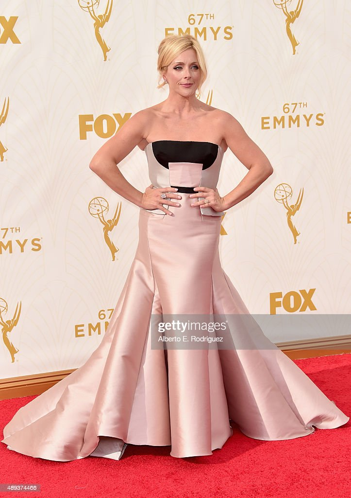 Actress Jane Krakowski attends the 67th Emmy Awards at Microsoft Theater on September 20 2015 in Los Angeles California 25720_001