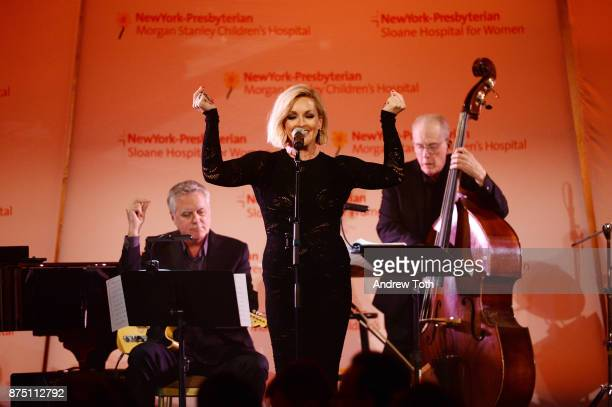 Actress Jane Krakowski performs onstage during NewYorkPresbyterian Hospital's Amazing Kids Amazing Care dinner at Cipriani 25 Broadway on November 16...