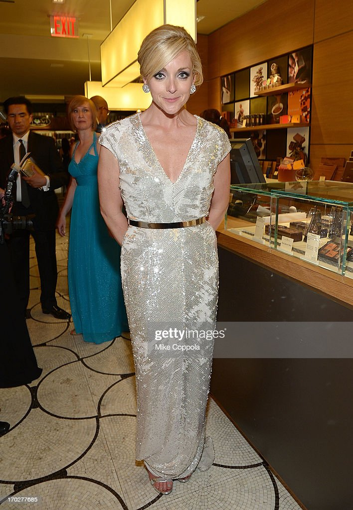 Actress <a gi-track='captionPersonalityLinkClicked' href=/galleries/search?phrase=Jane+Krakowski&family=editorial&specificpeople=203166 ng-click='$event.stopPropagation()'>Jane Krakowski</a> poses for a picture on June 9, 2013 in New York City.