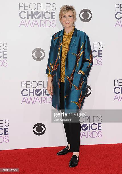 Actress Jane Lynch arrives at People's Choice Awards 2016 at Microsoft Theater on January 6 2016 in Los Angeles California