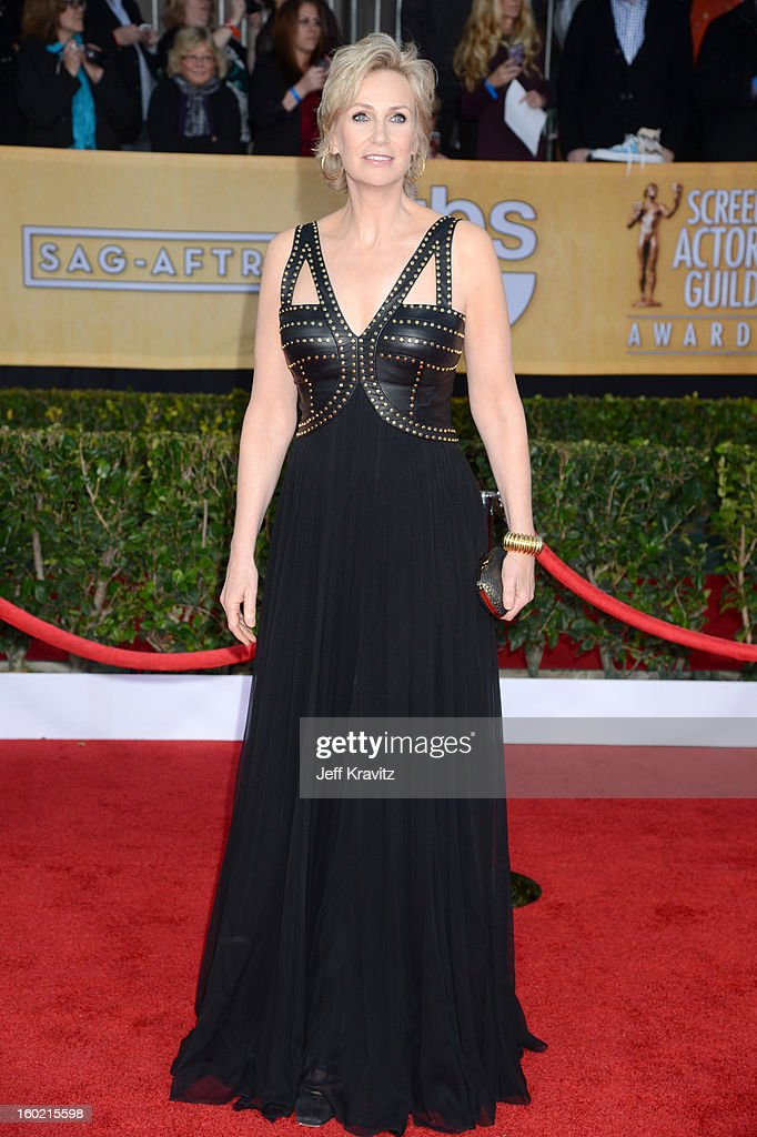 Actress <a gi-track='captionPersonalityLinkClicked' href=/galleries/search?phrase=Jane+Lynch&family=editorial&specificpeople=663918 ng-click='$event.stopPropagation()'>Jane Lynch</a> arrives at the 19th Annual Screen Actors Guild Awards held at The Shrine Auditorium on January 27, 2013 in Los Angeles, California.