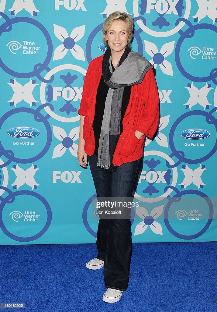 Actress <a gi-track='captionPersonalityLinkClicked' href=/galleries/search?phrase=Jane+Lynch&family=editorial&specificpeople=663918 ng-click='$event.stopPropagation()'>Jane Lynch</a> arrives at the 2013 Fox Fall Eco-Casino Party at The Bungalow on September 9, 2013 in Santa Monica, California.