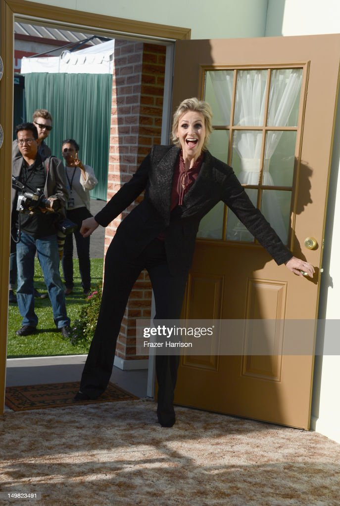 Actress Jane Lynch arrives at the Comedy Central Roast of Roseanne Barr at Hollywood Palladium on August 4, 2012 in Hollywood, California.