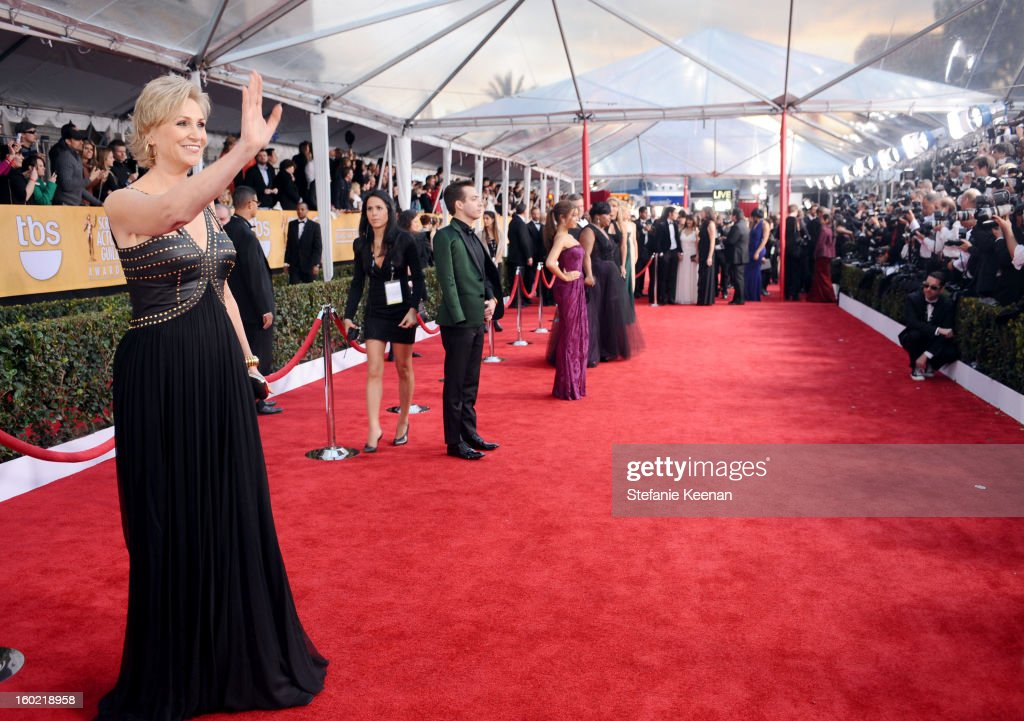 Actress <a gi-track='captionPersonalityLinkClicked' href=/galleries/search?phrase=Jane+Lynch&family=editorial&specificpeople=663918 ng-click='$event.stopPropagation()'>Jane Lynch</a> attends the 19th Annual Screen Actors Guild Awards at The Shrine Auditorium on January 27, 2013 in Los Angeles, California. (Photo by Stefanie Keenan/WireImage) 23116_025_1746.JPG