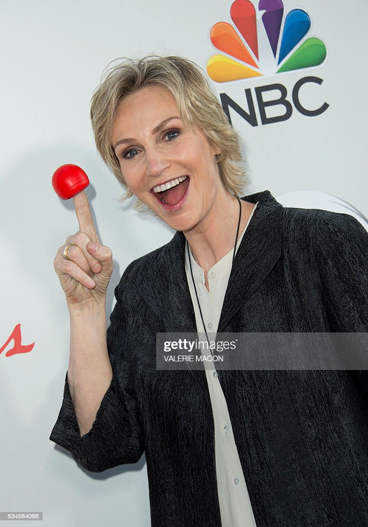 Actress Jane Lynch attends the 2nd Red Nose Day Special on NBC, in Universal Studios, California, on May 26, 2016. / AFP / VALERIE