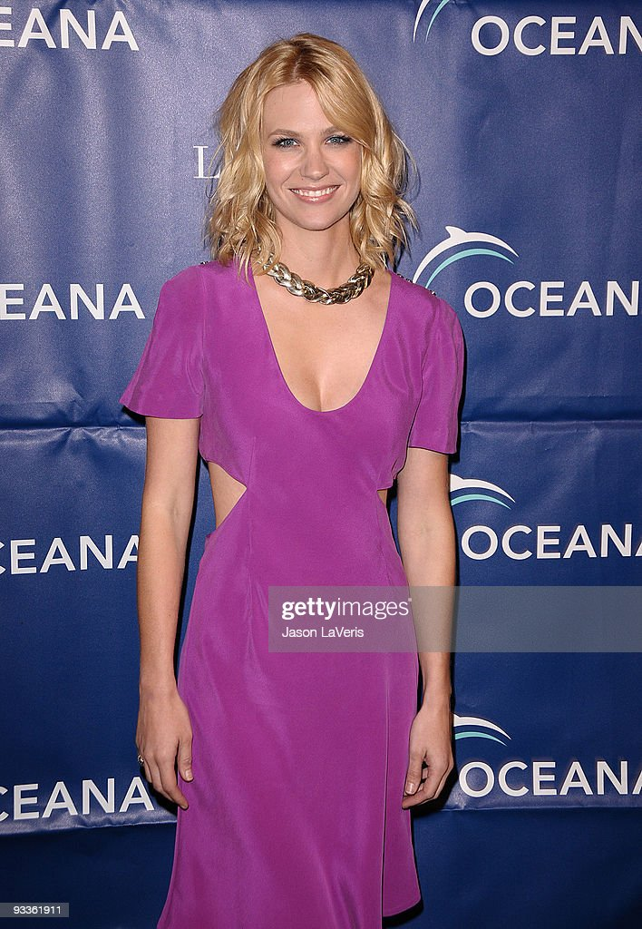 Actress January Jones attends Oceana's 2009 Partners Award gala on November 20 2009 in Los Angeles California