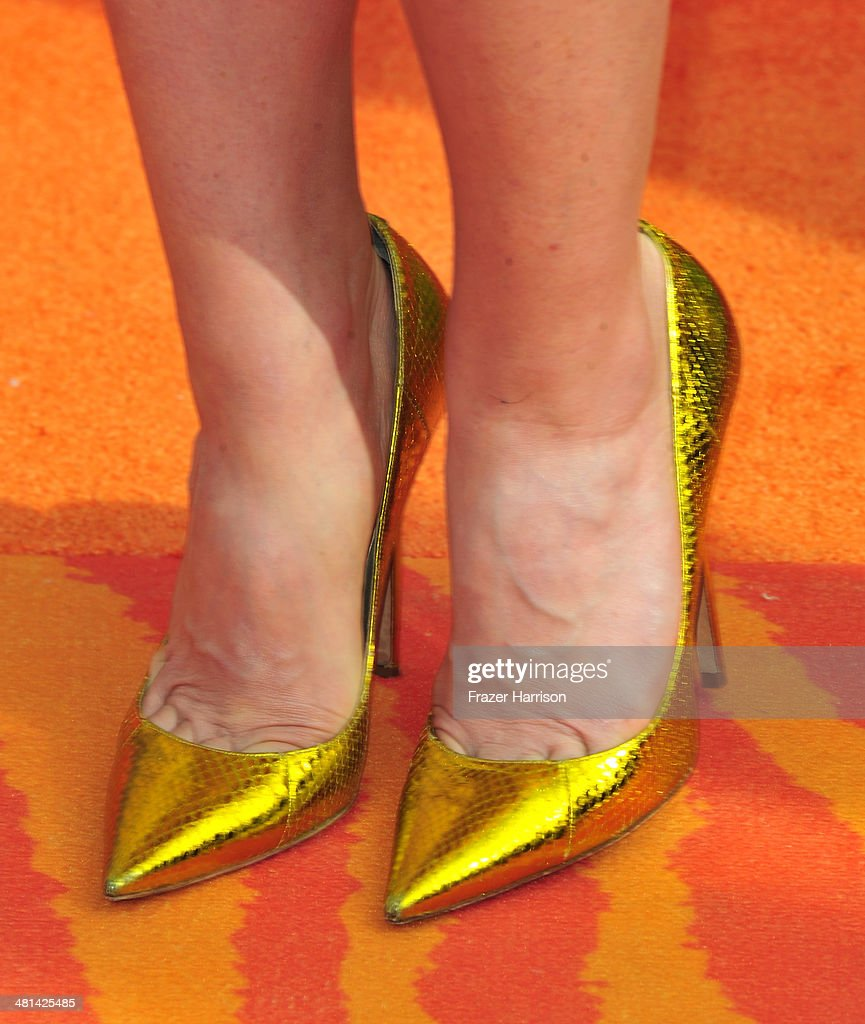 Actress Jayma Mays (fashion detail) attends Nickelodeon's 27th Annual Kids' Choice Awards held at USC Galen Center on March 29, 2014 in Los Angeles, California.