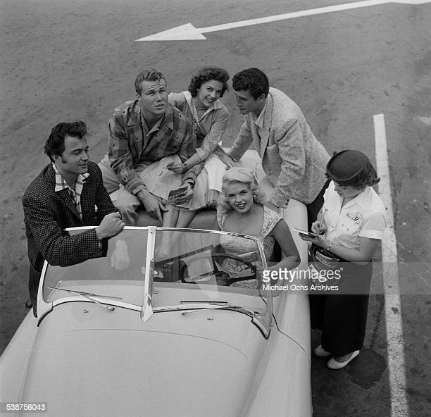 Actress Jayne Mansfield actor Lance Fuller actor John Smith actress Natalie Wood and actor Bob Fuller pose at a drivein restaurant in Los AngelesCA