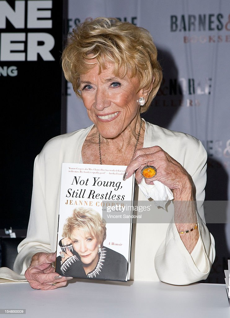 Actress <a gi-track='captionPersonalityLinkClicked' href=/galleries/search?phrase=Jeanne+Cooper&family=editorial&specificpeople=208646 ng-click='$event.stopPropagation()'>Jeanne Cooper</a> attends the 2012 Los Angeles Women's Expo - Day 1 at Los Angeles Convention Center on October 27, 2012 in Los Angeles, California.