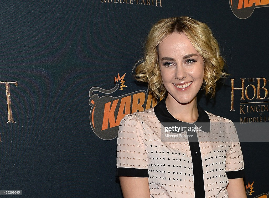 Actress <a gi-track='captionPersonalityLinkClicked' href=/galleries/search?phrase=Jena+Malone&family=editorial&specificpeople=216548 ng-click='$event.stopPropagation()'>Jena Malone</a> arrives at 'The Hobbit: The Desolation Of Smaug Expansion Pack' Kabam Mobile Game hits the red carpet at Eveleigh on December 11, 2013 in West Hollywood, California.