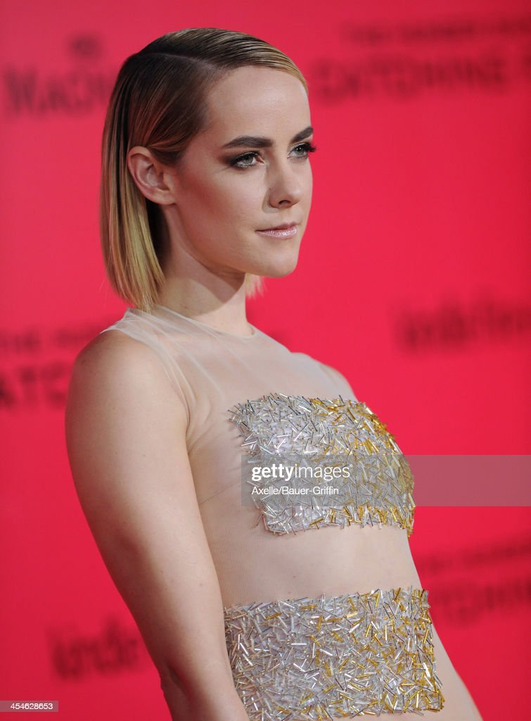 Actress <a gi-track='captionPersonalityLinkClicked' href=/galleries/search?phrase=Jena+Malone&family=editorial&specificpeople=216548 ng-click='$event.stopPropagation()'>Jena Malone</a> arrives at the Los Angeles Premiere of 'The Hunger Games: Catching Fire' at Nokia Theatre L.A. Live on November 18, 2013 in Los Angeles, California.