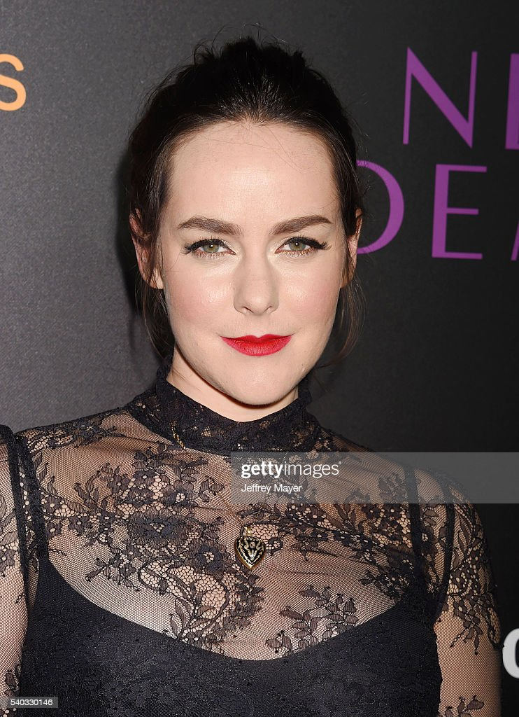 Actress Jena Malone arrives at the premiere of Amazon's 'The Neon Demon' at ArcLight Cinemas Cinerama Dome on June 14, 2016 in Hollywood, California.