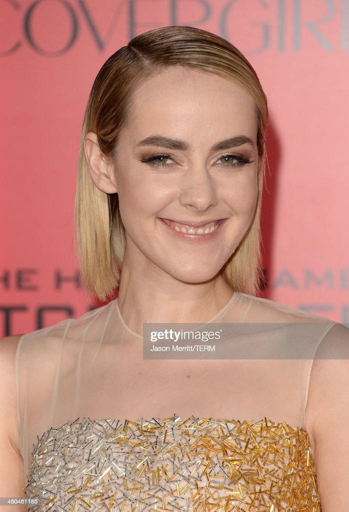 Actress Jena Malone arrives at the premiere of Lionsgate's 'The Hunger Games: Catching Fire' at Nokia Theatre L.A. Live on November 18, 2013 in Los Angeles, California.