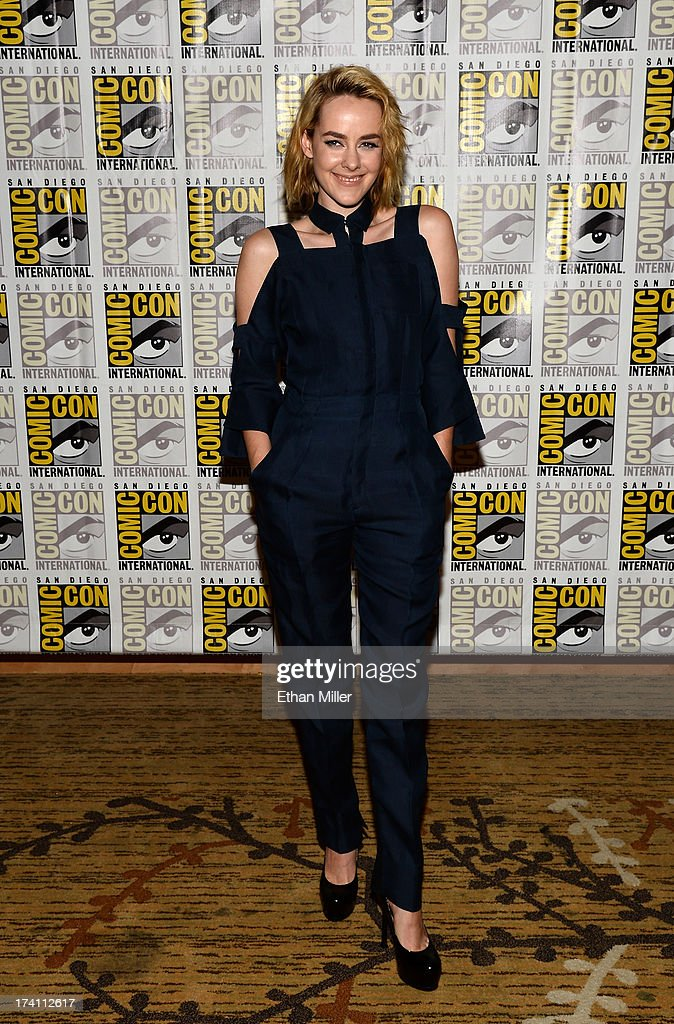 Actress <a gi-track='captionPersonalityLinkClicked' href=/galleries/search?phrase=Jena+Malone&family=editorial&specificpeople=216548 ng-click='$event.stopPropagation()'>Jena Malone</a> attends Lionsgate's 'The Hunger Games: Catching Fire' and 'I, Frankenstein' press line during Comic-Con International 2013 at the Hilton Bayfront on July 20, 2013 in San Diego, California.