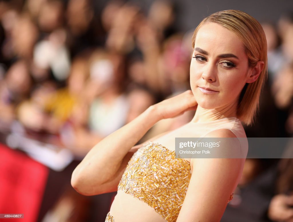 Actress <a gi-track='captionPersonalityLinkClicked' href=/galleries/search?phrase=Jena+Malone&family=editorial&specificpeople=216548 ng-click='$event.stopPropagation()'>Jena Malone</a> attends premiere of Lionsgate's 'The Hunger Games: Catching Fire' - Red Carpet at Nokia Theatre L.A. Live on November 18, 2013 in Los Angeles, California.