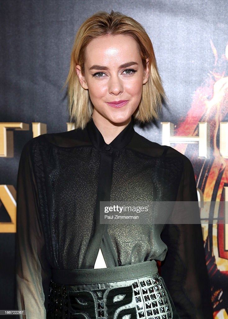 Actress Jena Malone attends the 'The Hunger Games: Catching Fire' mall tour at Cherry Hill Mall on November 3, 2013 in Cherry Hill, New Jersey.