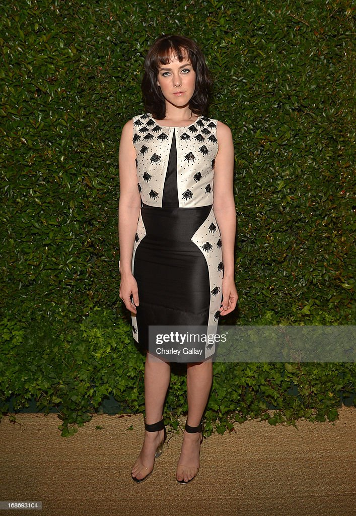 Actress <a gi-track='captionPersonalityLinkClicked' href=/galleries/search?phrase=Jena+Malone&family=editorial&specificpeople=216548 ng-click='$event.stopPropagation()'>Jena Malone</a> attends Vogue and MAC Cosmetics dinner hosted by Lisa Love and John Demsey in honor of Prabal Gurung at the Chateau Marmont on Monday, May 13, 2013 in Los Angeles, California.
