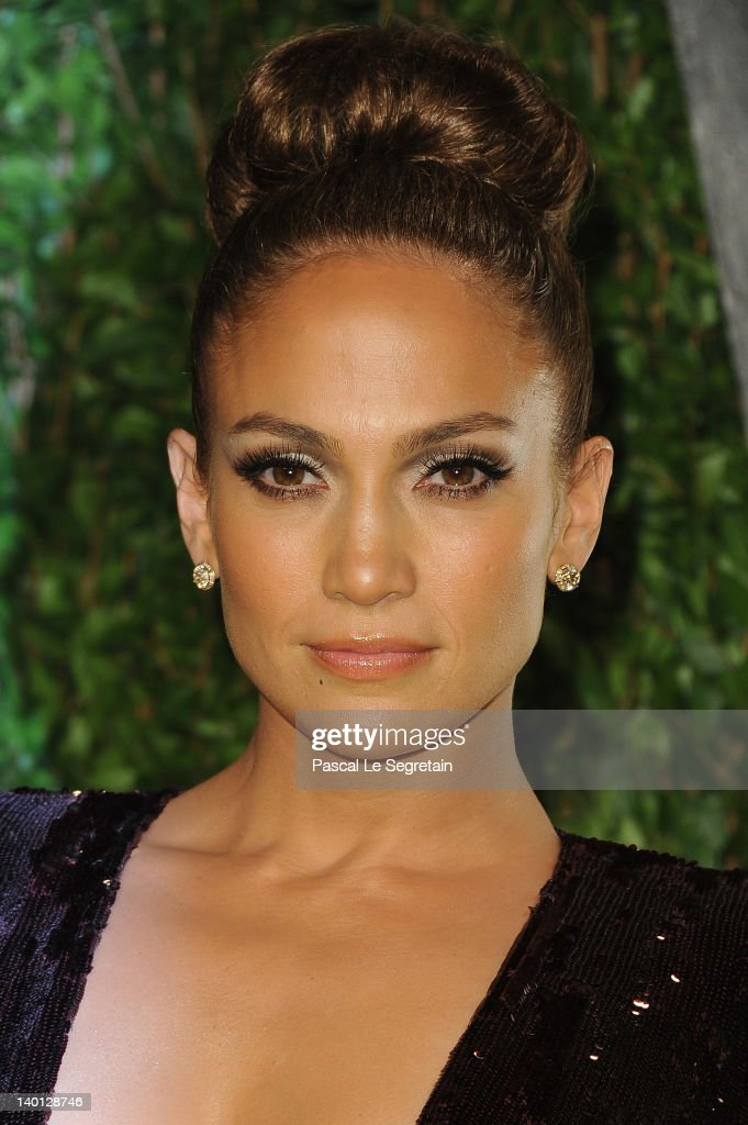 Actress Jenifer Lopez arrives at the 2012 Vanity Fair Oscar Party hosted by Graydon Carter at Sunset Tower on February 26, 2012 in West Hollywood, California.