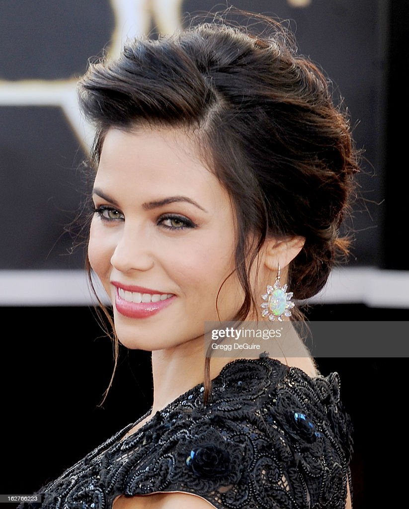 Actress Jenna Dewan-Tatum arrives at the Oscars at Hollywood & Highland Center on February 24, 2013 in Hollywood, California.
