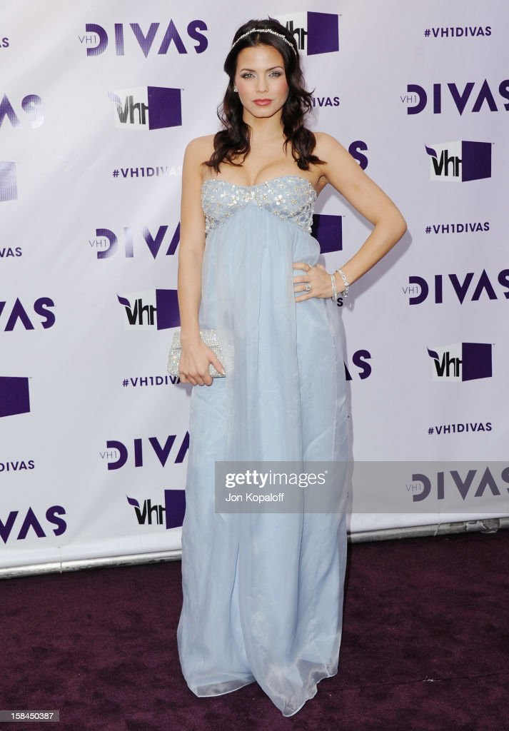 Actress Jenna Dewan-Tatum arrives at the 'VH1 Divas' 2012 at The Shrine Auditorium on December 16, 2012 in Los Angeles, California.