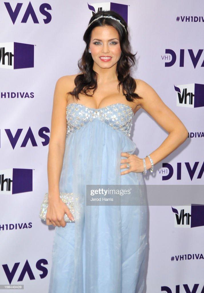 Actress Jenna Dewan-Tatum arrives at 'VH1 Divas' 2012 held at The Shrine Auditorium on December 16, 2012 in Los Angeles, California.