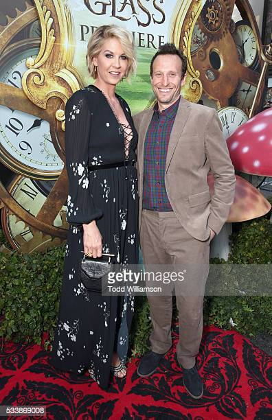 Actress Jenna Elfman and Bodhi Elfman attend the premiere of Disney's 'Alice Through The Looking Glass at the El Capitan Theatre on May 23 2016 in...