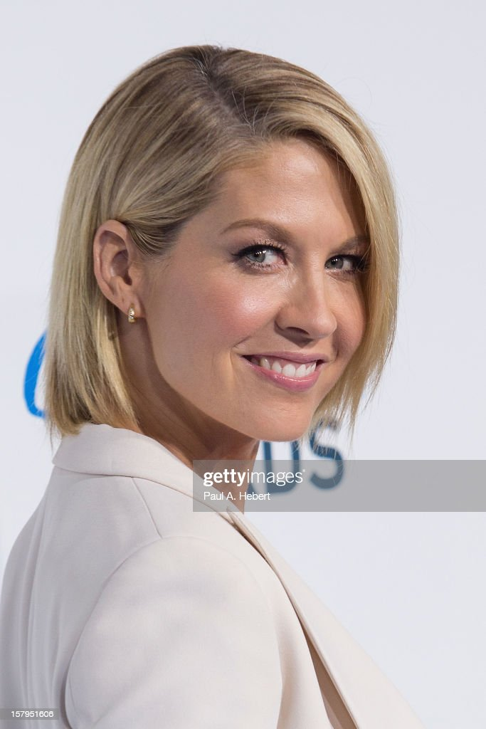 Actress Jenna Elfman arrives at the 2nd Annual American Giving Awards presented by Chase held at the Pasadena Civic Auditorium on December 7, 2012 in Pasadena, California.