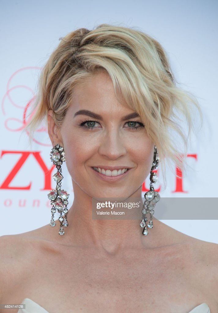 Actress <a gi-track='captionPersonalityLinkClicked' href=/galleries/search?phrase=Jenna+Elfman&family=editorial&specificpeople=204782 ng-click='$event.stopPropagation()'>Jenna Elfman</a> arrives at the 4th Annual Celebration Of Dance Gala Presented By The Dizzy Feet Foundation at Dorothy Chandler Pavilion on July 19, 2014 in Los Angeles, California.