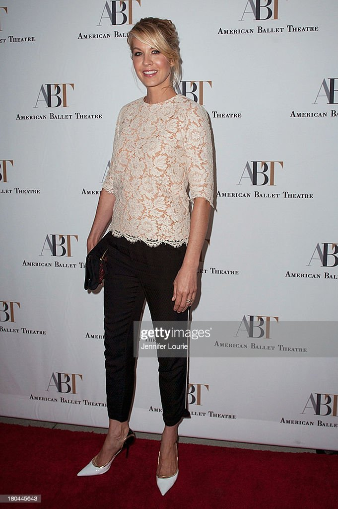 Actress <a gi-track='captionPersonalityLinkClicked' href=/galleries/search?phrase=Jenna+Elfman&family=editorial&specificpeople=204782 ng-click='$event.stopPropagation()'>Jenna Elfman</a> arrives at the American Ballet Theatre's Annual Fundraiser 'Stars Under the Stars: An Evening in Los Angeles' at private residence on September 12, 2013 in Beverly Hills, California.