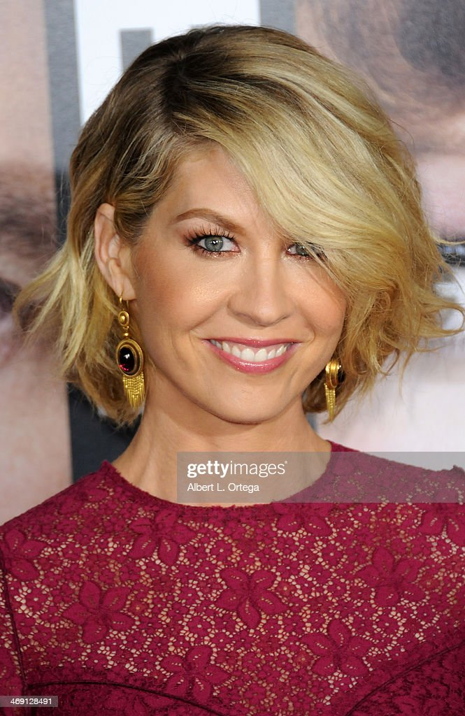 Actress <a gi-track='captionPersonalityLinkClicked' href=/galleries/search?phrase=Jenna+Elfman&family=editorial&specificpeople=204782 ng-click='$event.stopPropagation()'>Jenna Elfman</a> arrives for the Premiere Of Universal Pictures' 'Identity Thief' held at Mann Village Theater on February 4, 2013 in Westwood, California.