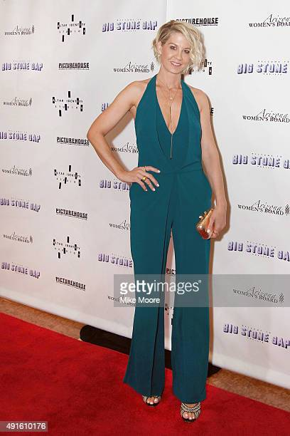 Actress Jenna Elfman attends Picturehouse's Red Carpet Event at the 'Big Stone Gap' Premiere to benefit Kidney patients on October 6 2015 in...