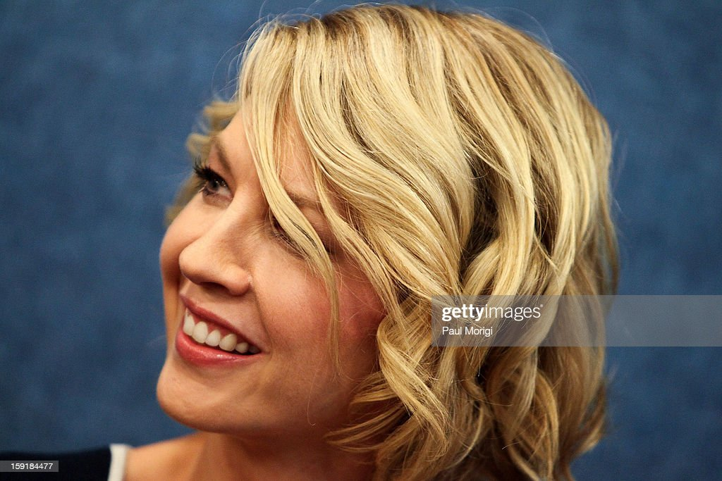 Actress Jenna Elfman attends the cast of '1600 Penn' discussion at The National Press Club on January 9, 2013 in Washington, DC.