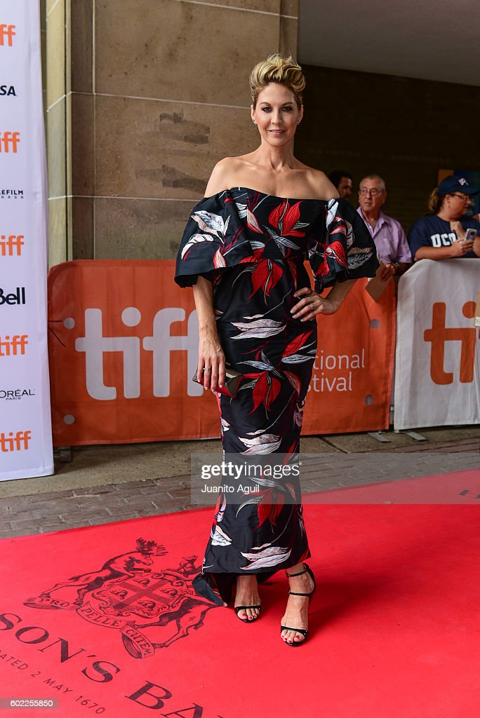 actress-jenna-elfman-attends-the-premiere-of-barry-during-the-2016-picture-id602255850
